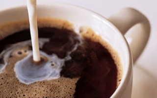 Вредно ли в кофе добавлять молоко